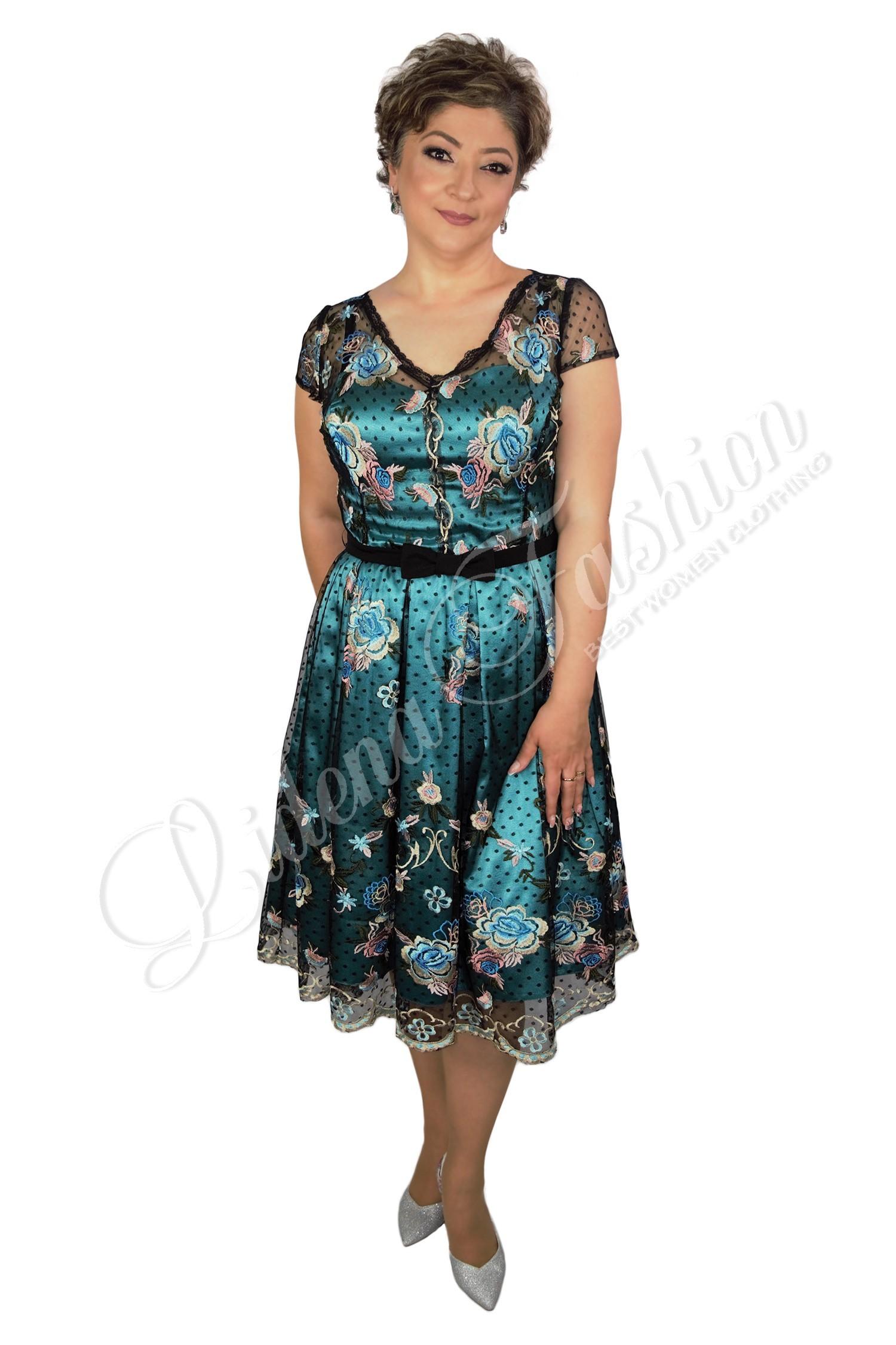 Rochie din dantelă prețioasă pe tull